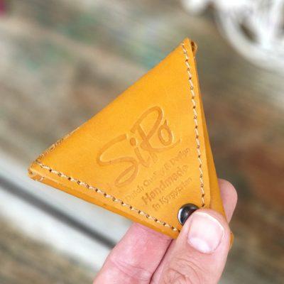 Треугольный чехол для наушников